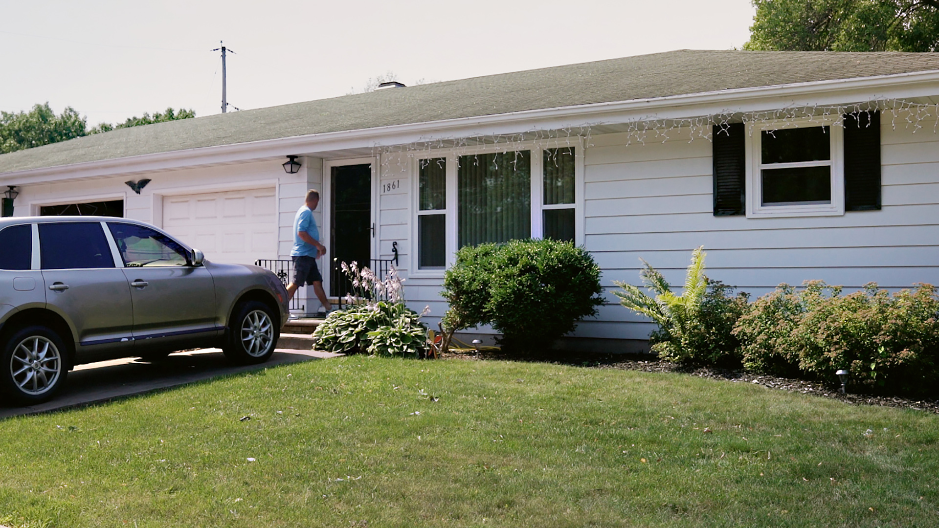 Joe DeKeyser walks into entrance of rental house